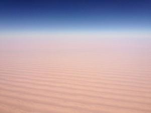 アラビア半島の砂漠と空